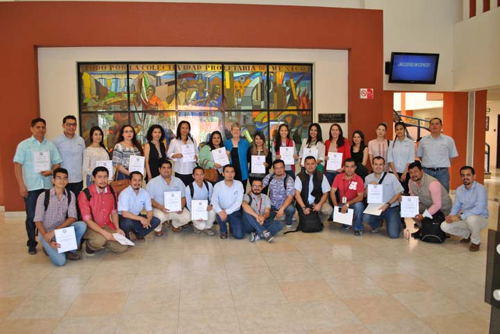 InquireFirst Executive Director S. Lynne Walker was joined by 30 journalists in Culiacan, Mexico, for a symposium on investigative journalism and journalist safety. Photo by Leobardo Montero